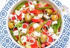 Греческий салат с соусом тартар
