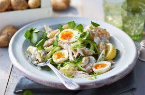 Салат из картофеля и скумбрии