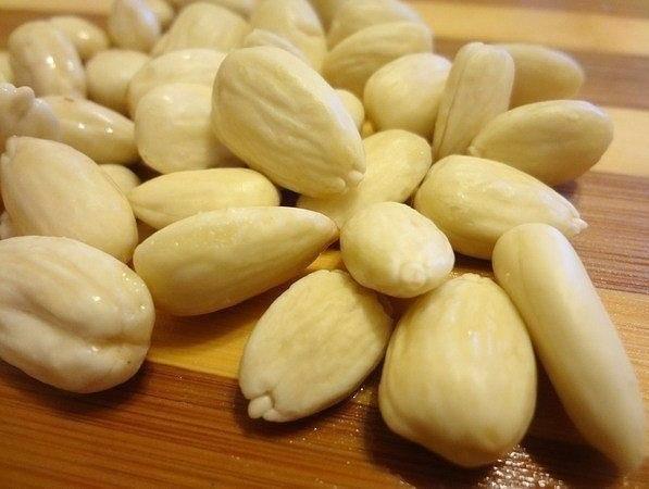 Рафаэлло из киви и орехов